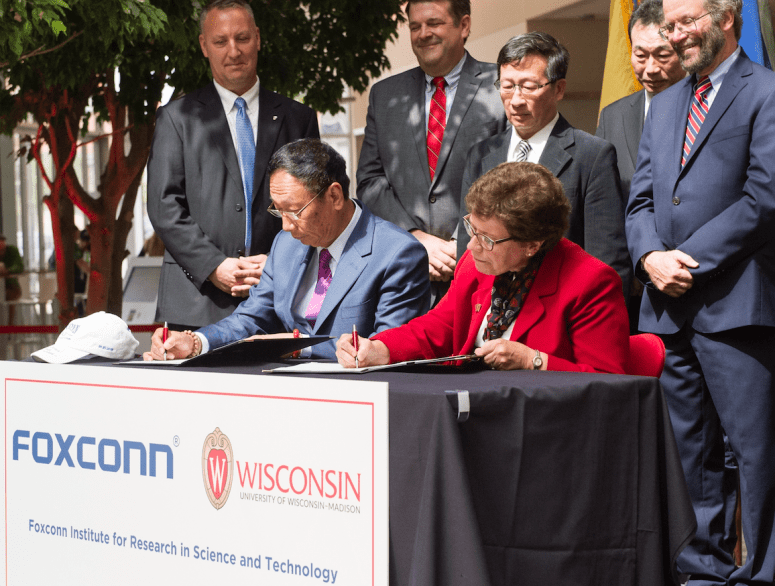 Foxconn-signing